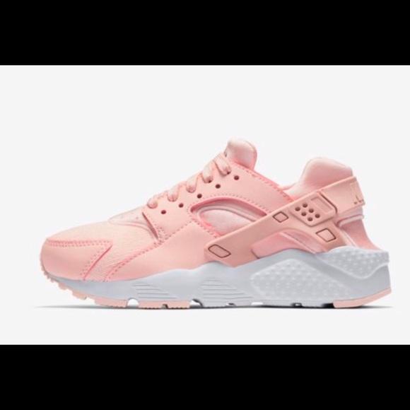 ad85522b7b96 Brand new Light pink Nikki Huaraches. NWT. Nike